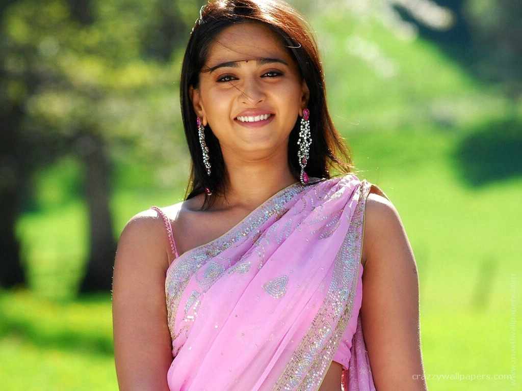 Rashi khanna indian actress wallpapers in jpg format for free download.