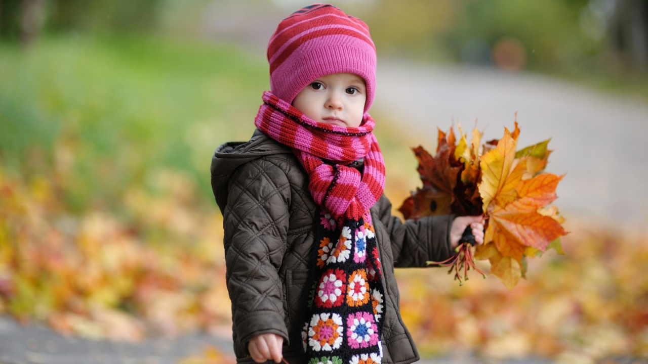 Cute Baby In Autumn Wallpapers In Jpg Format For Free Download