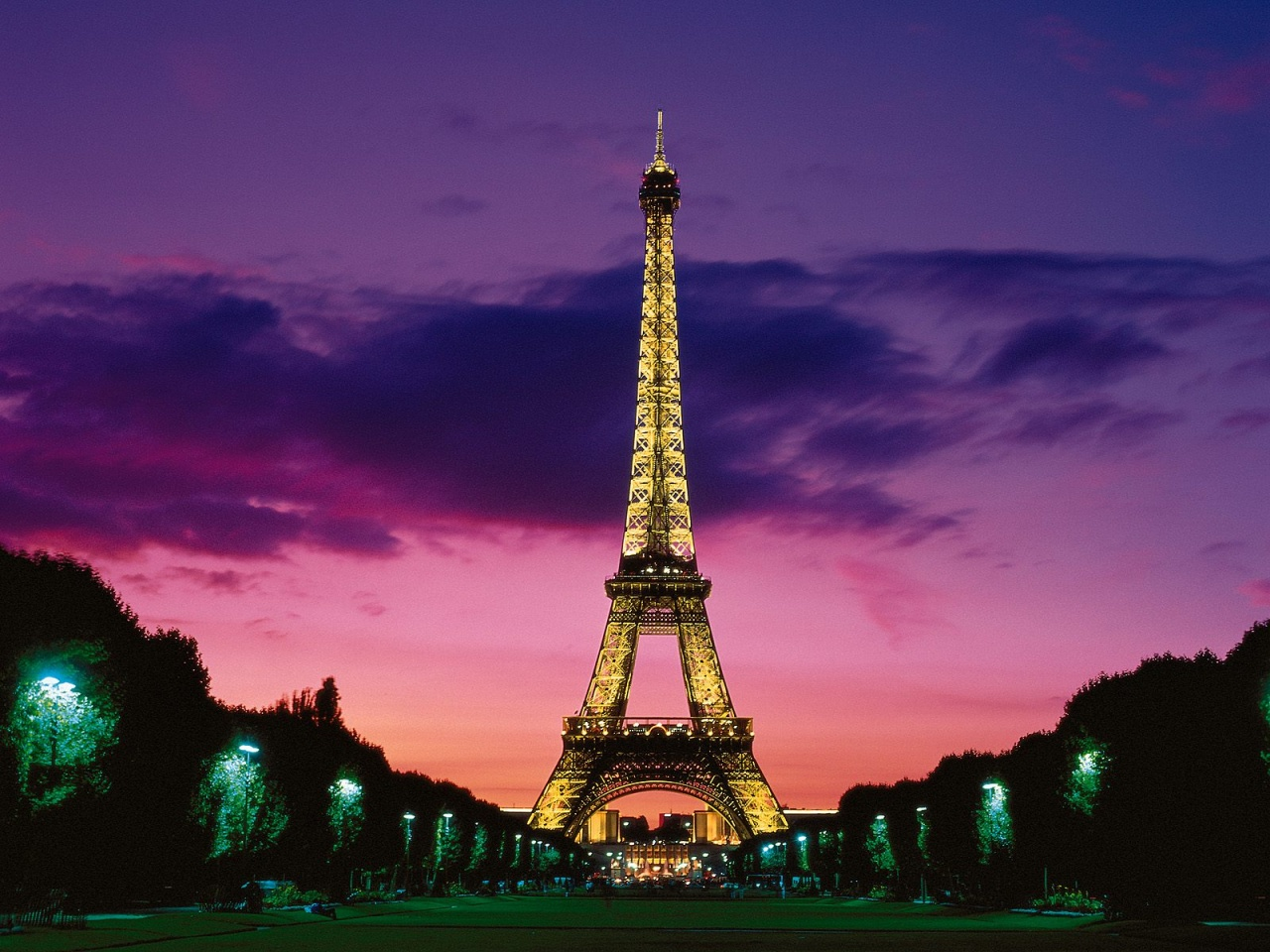 Eiffel Tower At Night Paris France Wallpapers In Jpg Format For Free Download