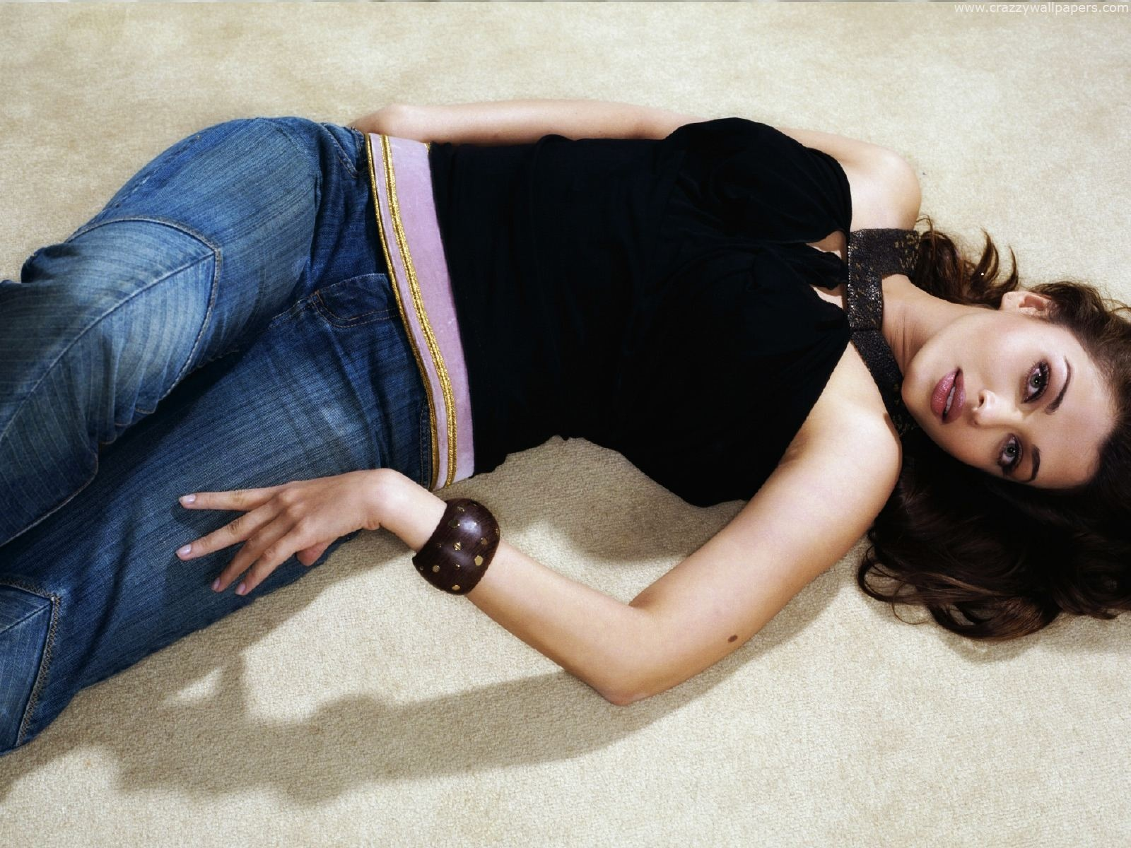 Exact babes in jeans laying