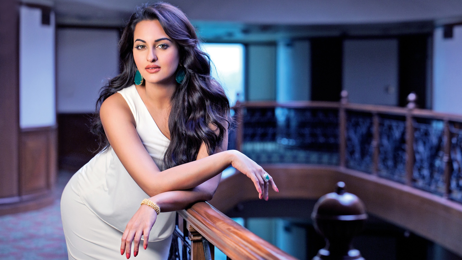 Actress Sonakshi Sinha Wallpapers In Jpg Format For Free Download