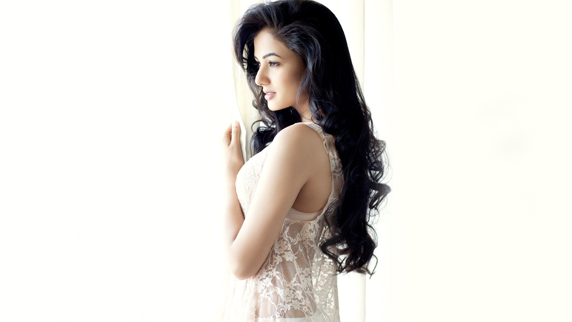 Actress Sonal Chauhan Wallpapers In Jpg Format For Free Download