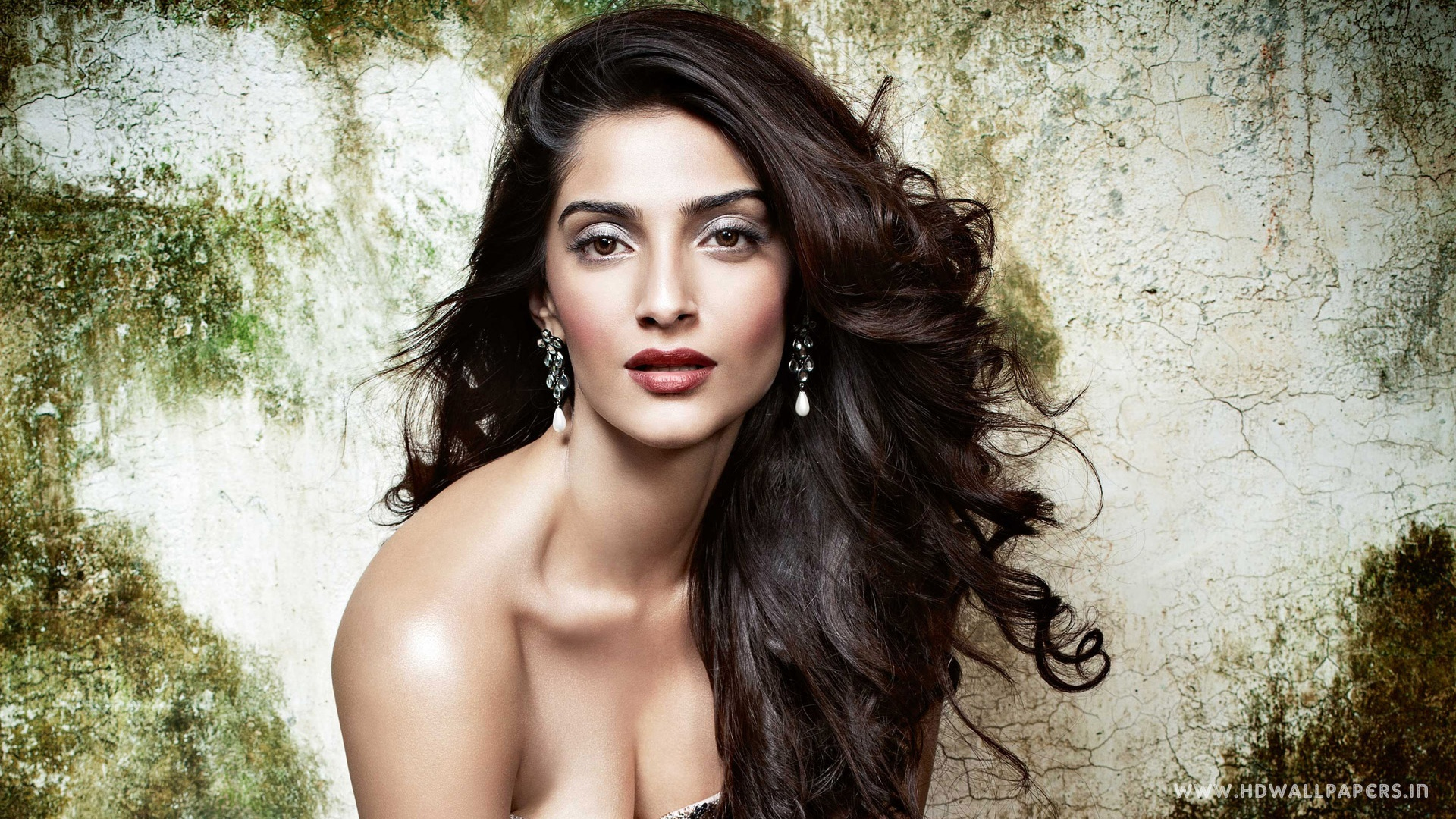 bollywood actress sonam kapoor wallpapers in jpg format for free