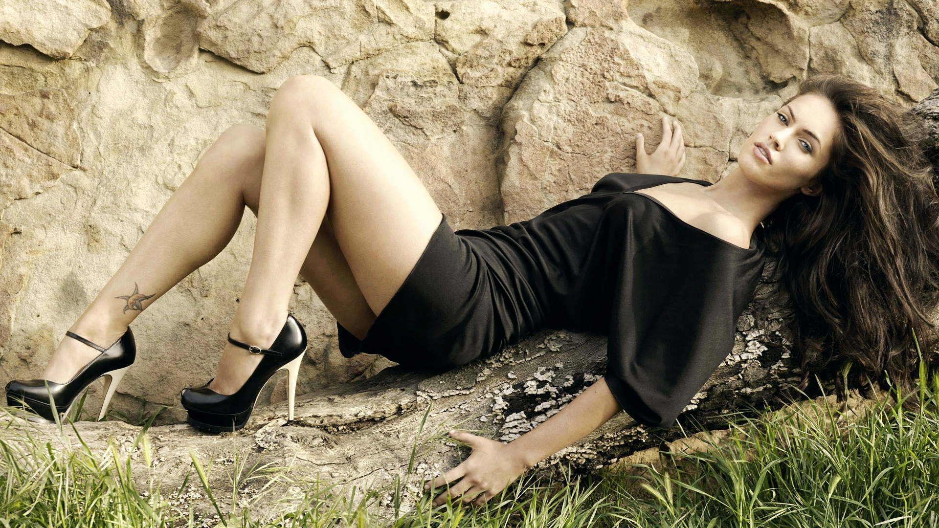 megan fox 2010 photoshoot wallpapers in jpg format for free download