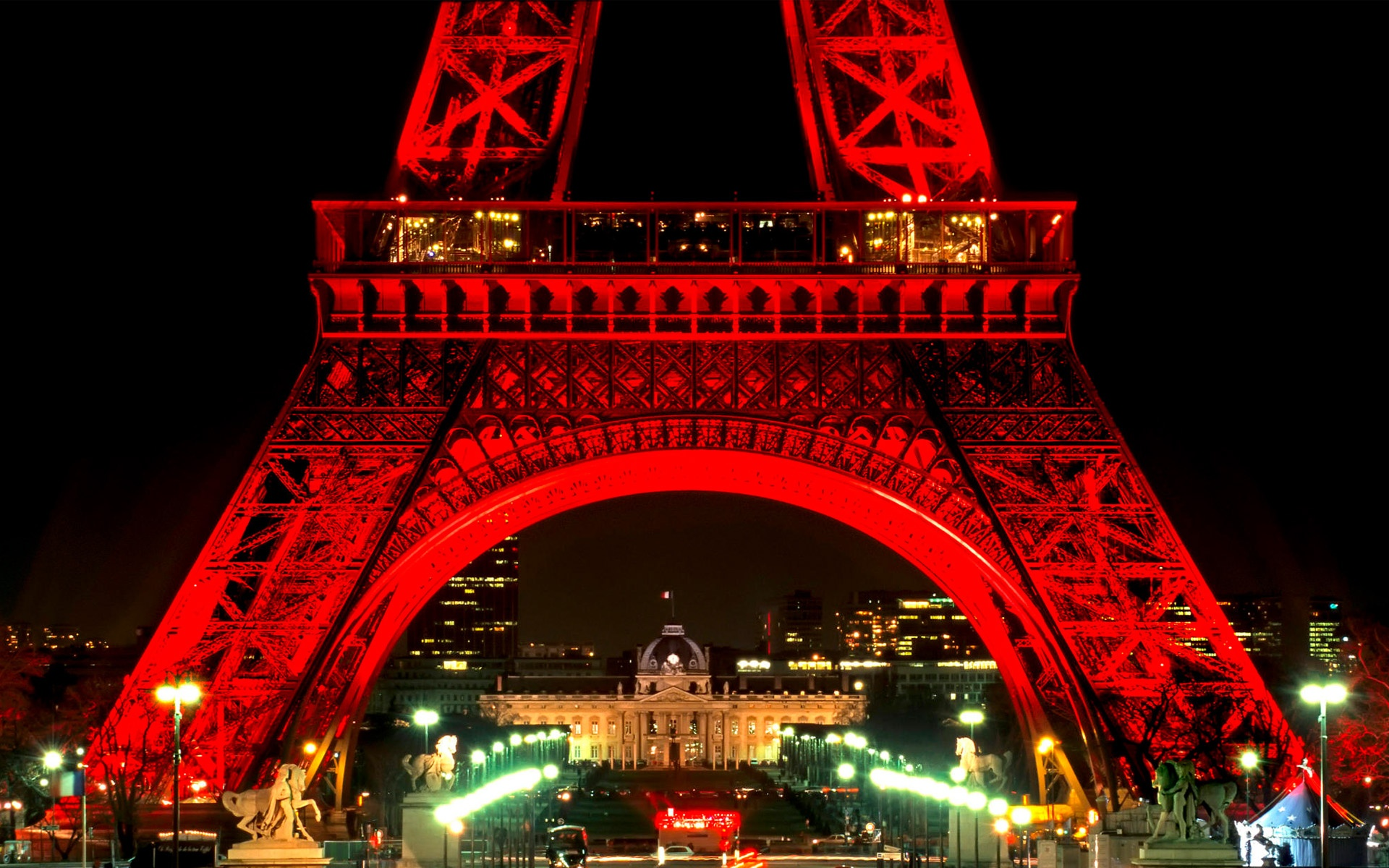 Eiffel Tower At Night Wallpapers In Jpg Format For Free Download