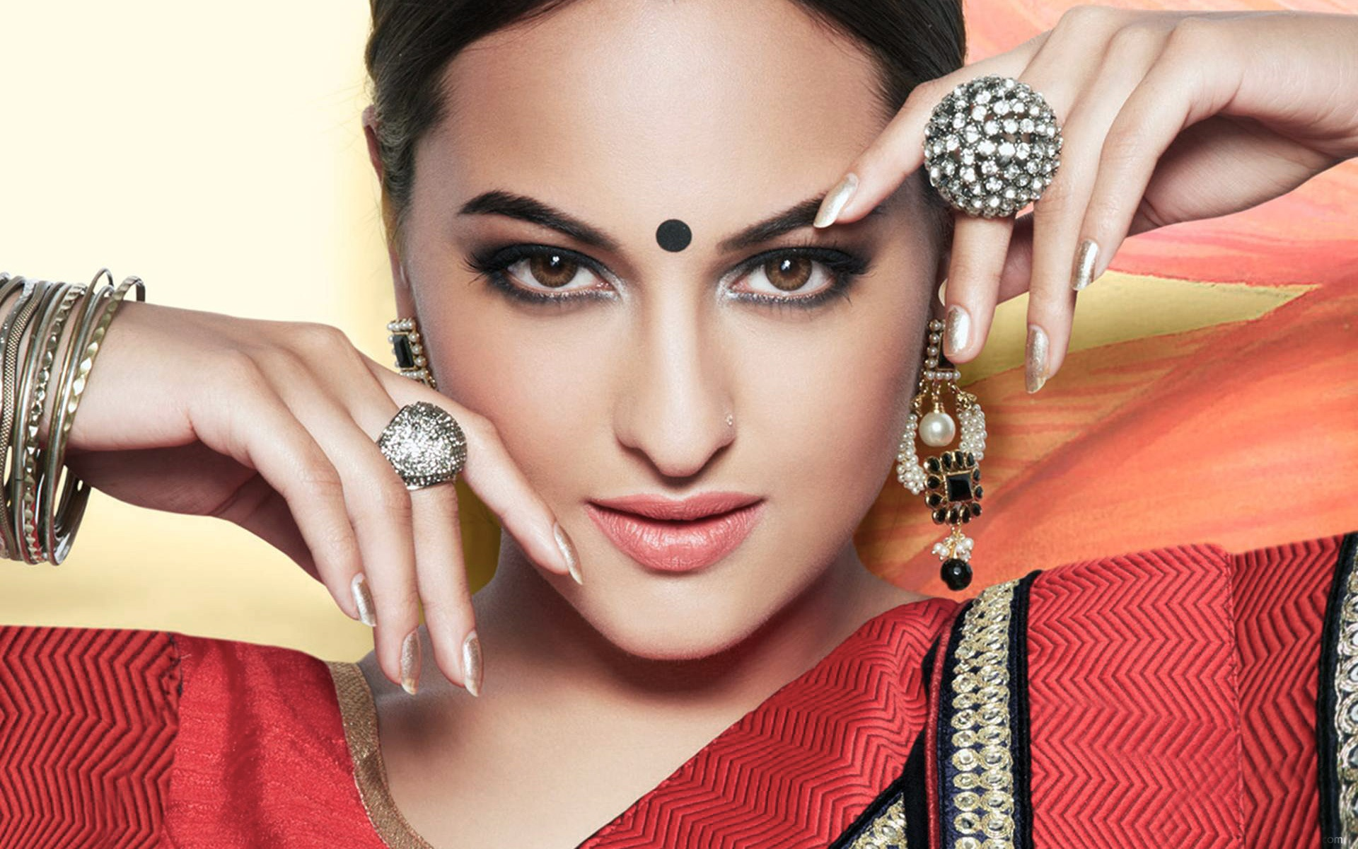 Sonakshi Sinha Bollywood Actress Wallpapers In Jpg Format For Free