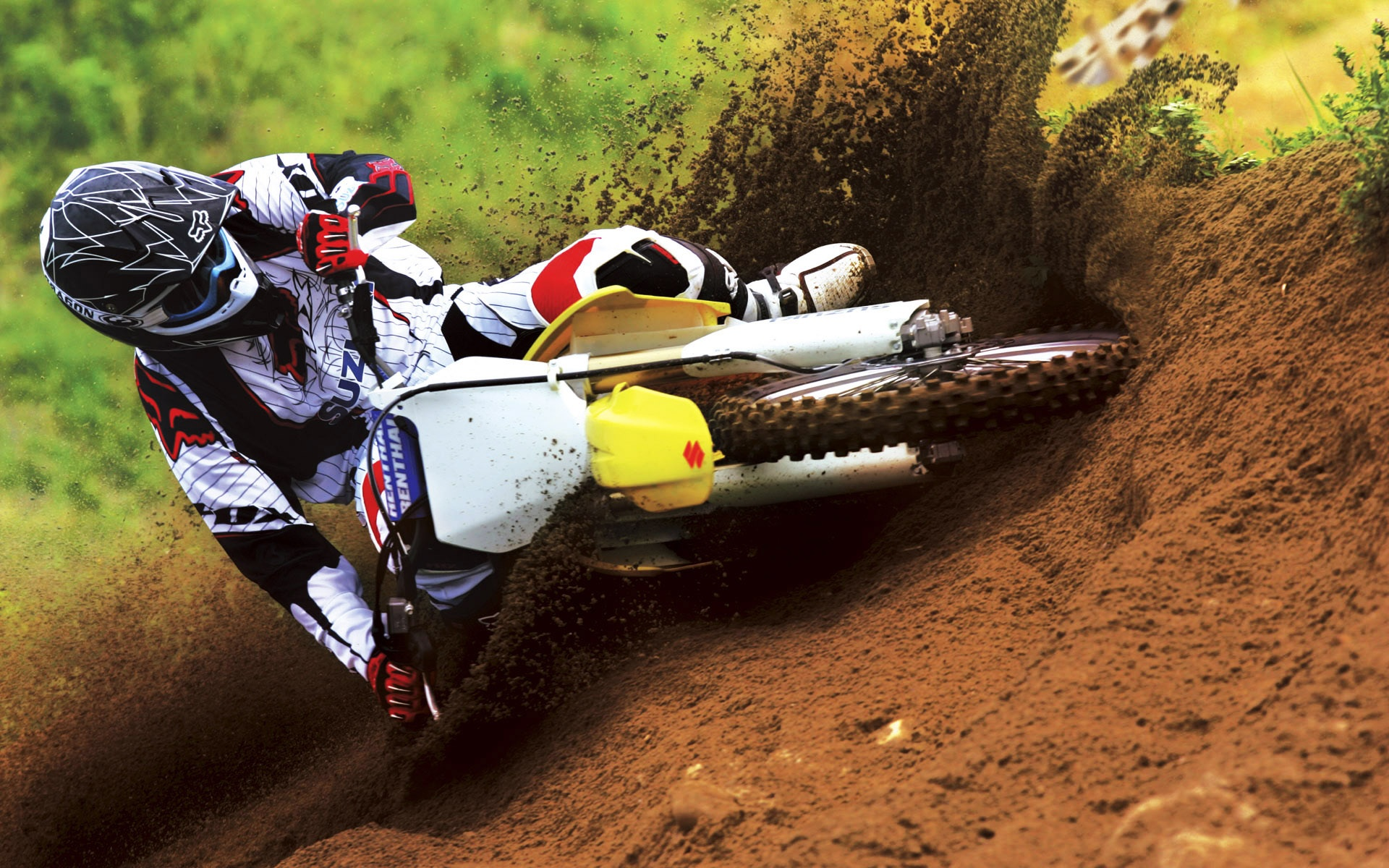 Suzuki Motocross Bike Race Wallpapers In Jpg Format For Free Download