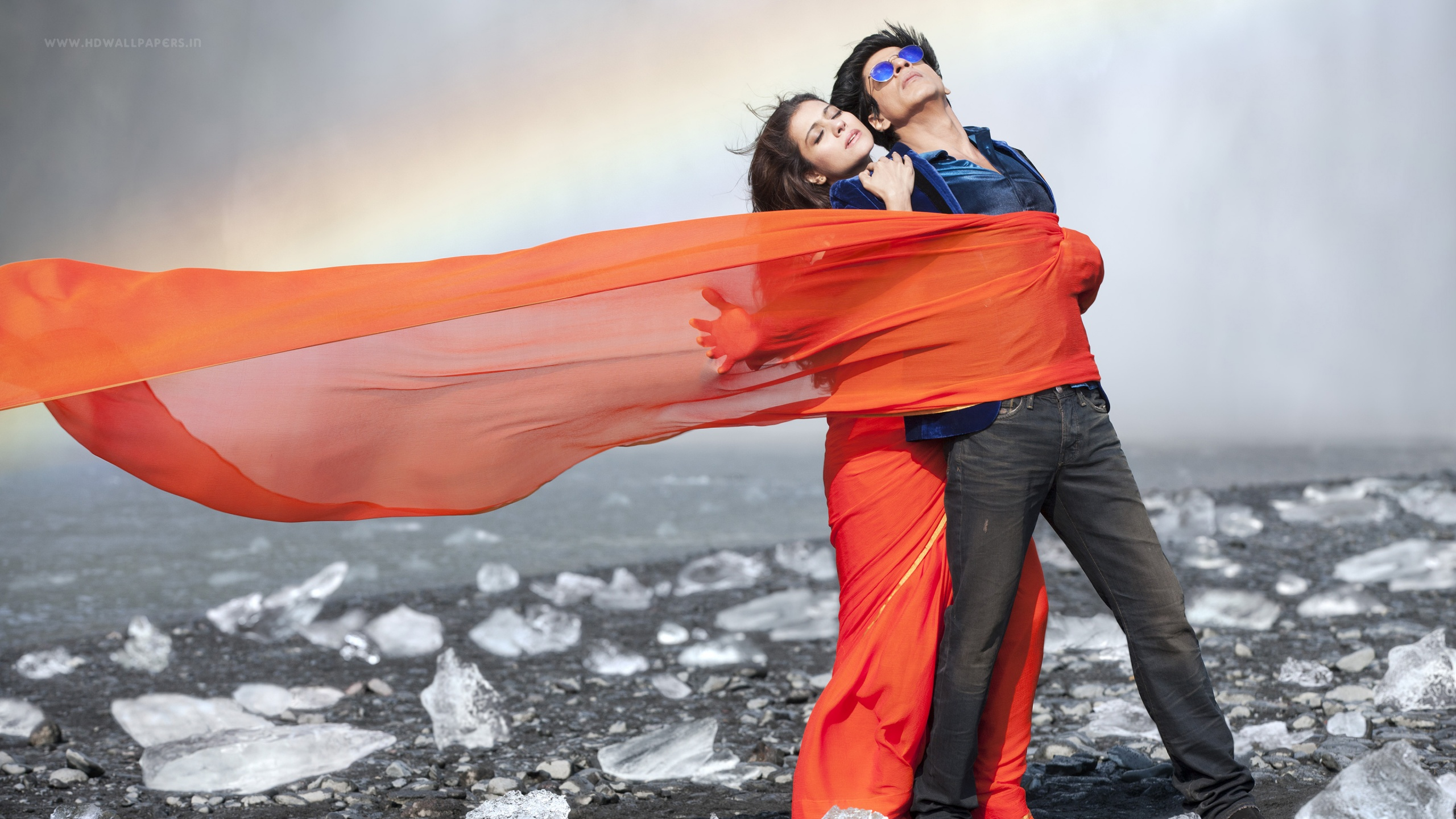 Dilwale shah rukh khan kajol wallpapers in jpg format for free.