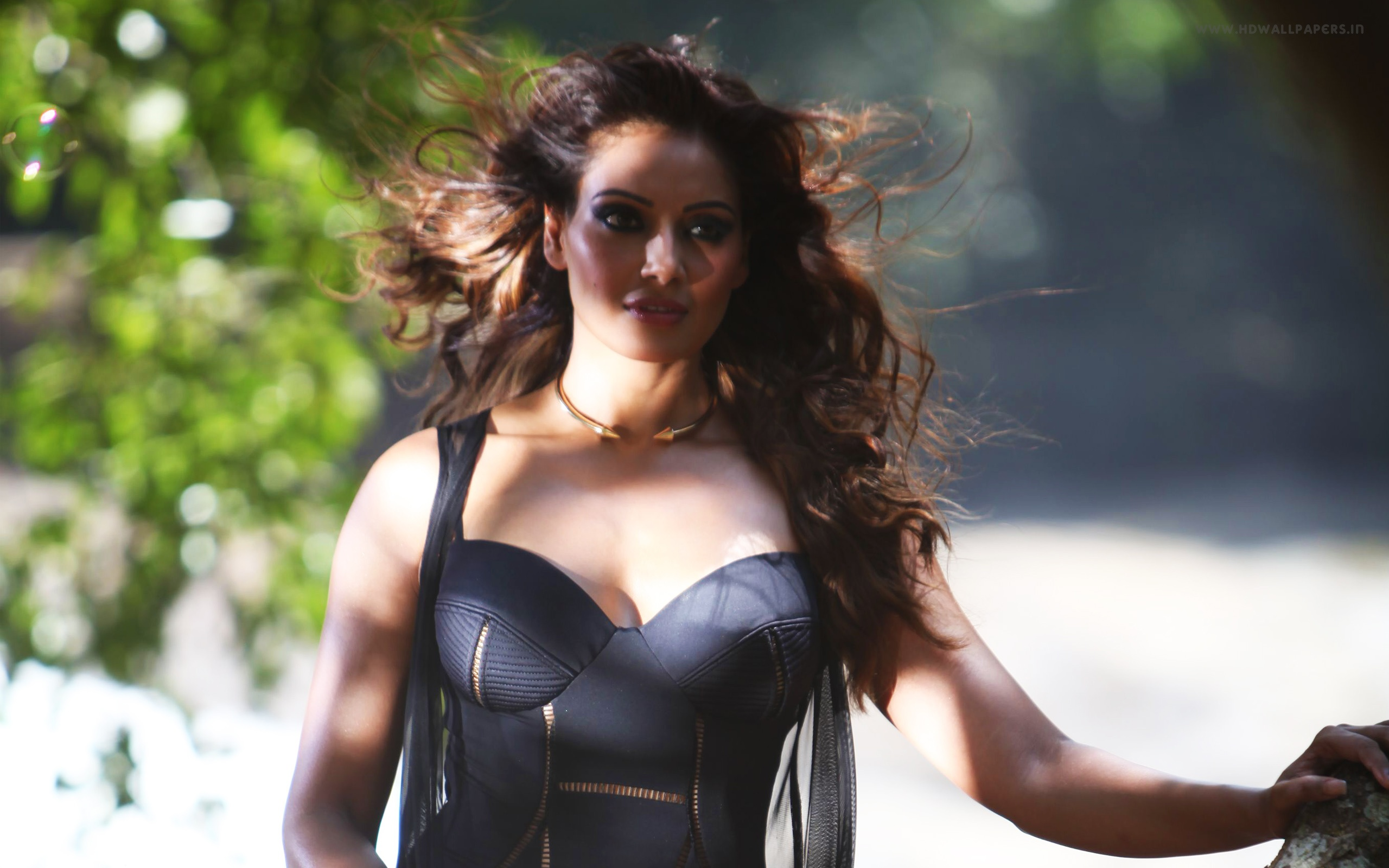 bipasha basu in alone wallpapers in jpg format for free download