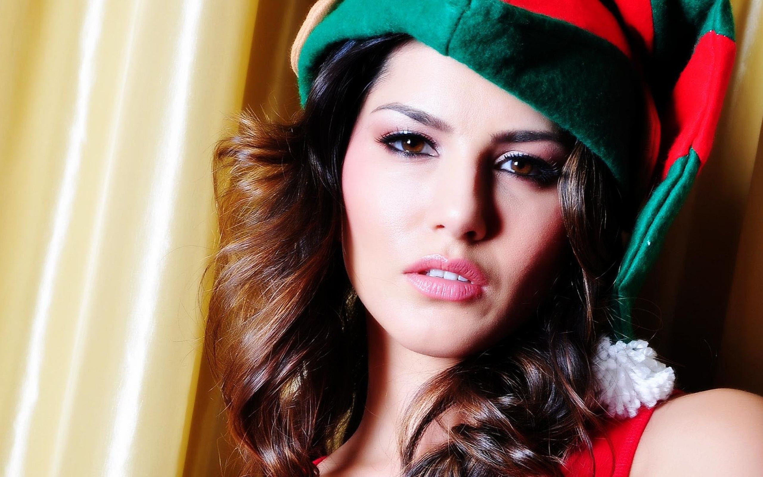 Sunny Leone Indian Actress Wallpapers In Jpg Format For Free Download