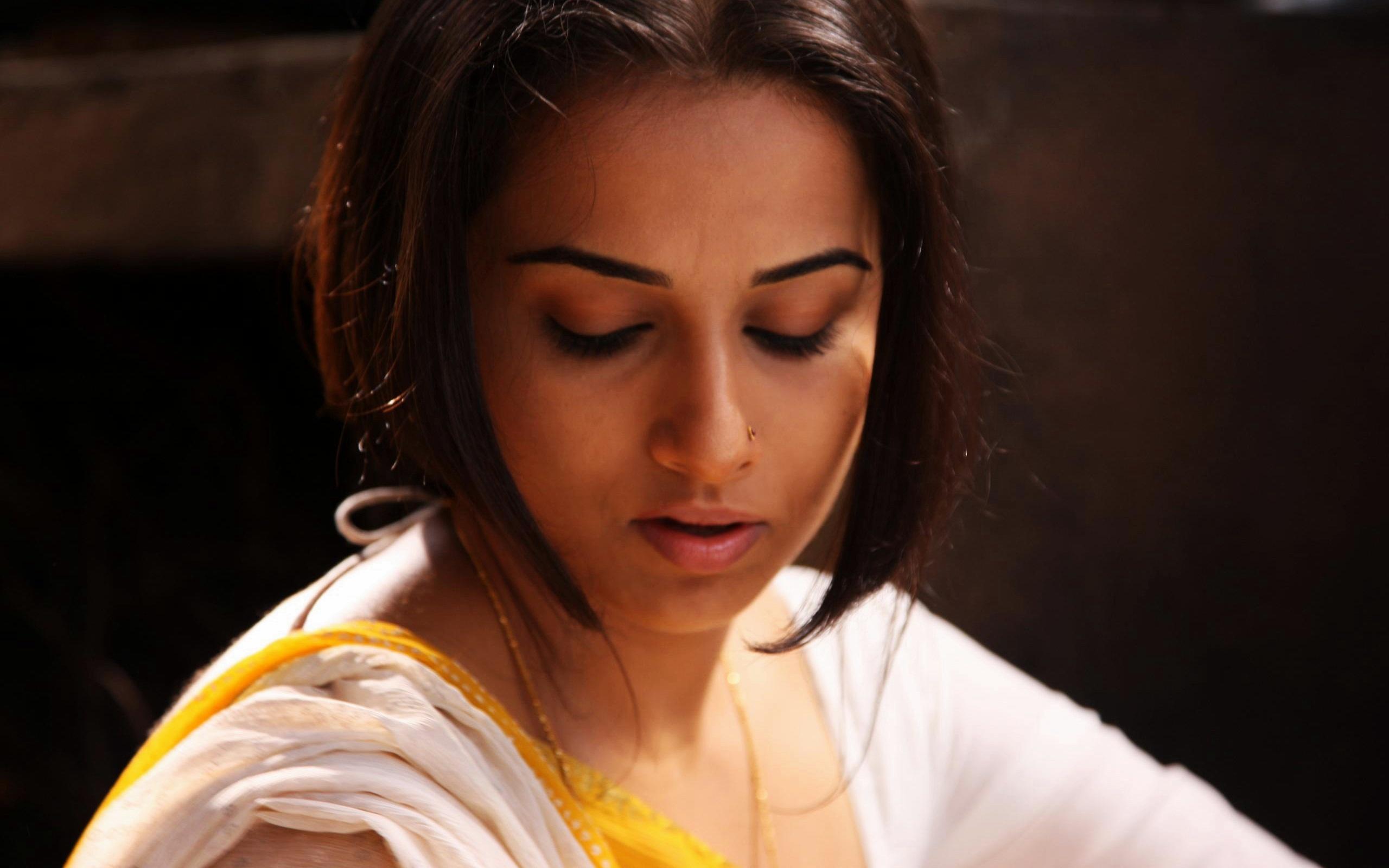 Vidya Balan Ishqiya Movie Wallpapers In Jpg Format For Free Download