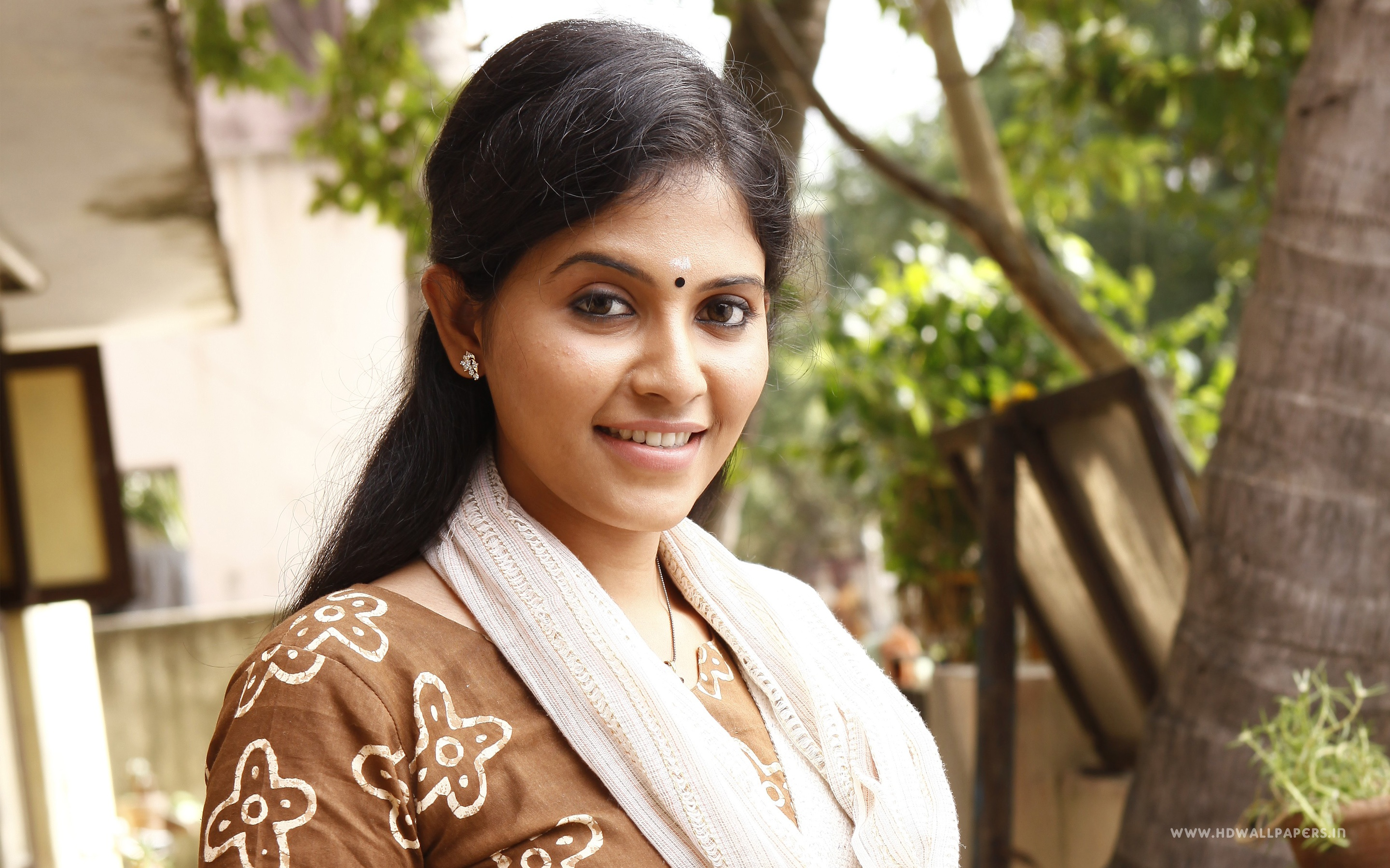 South Indian actress Anjali HD wallpaper for download