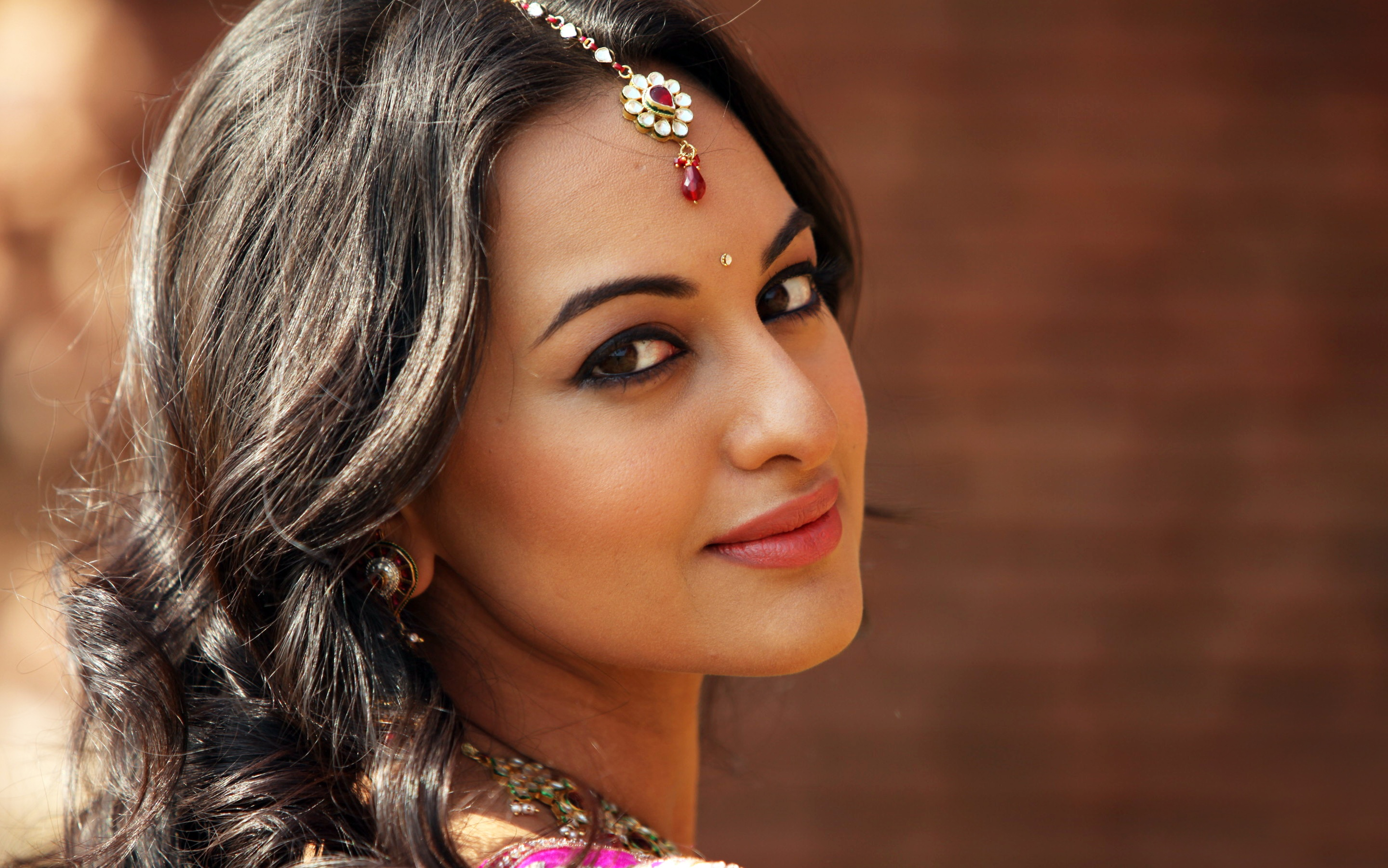 sonakshi sinha wallpapers in jpg format for free download