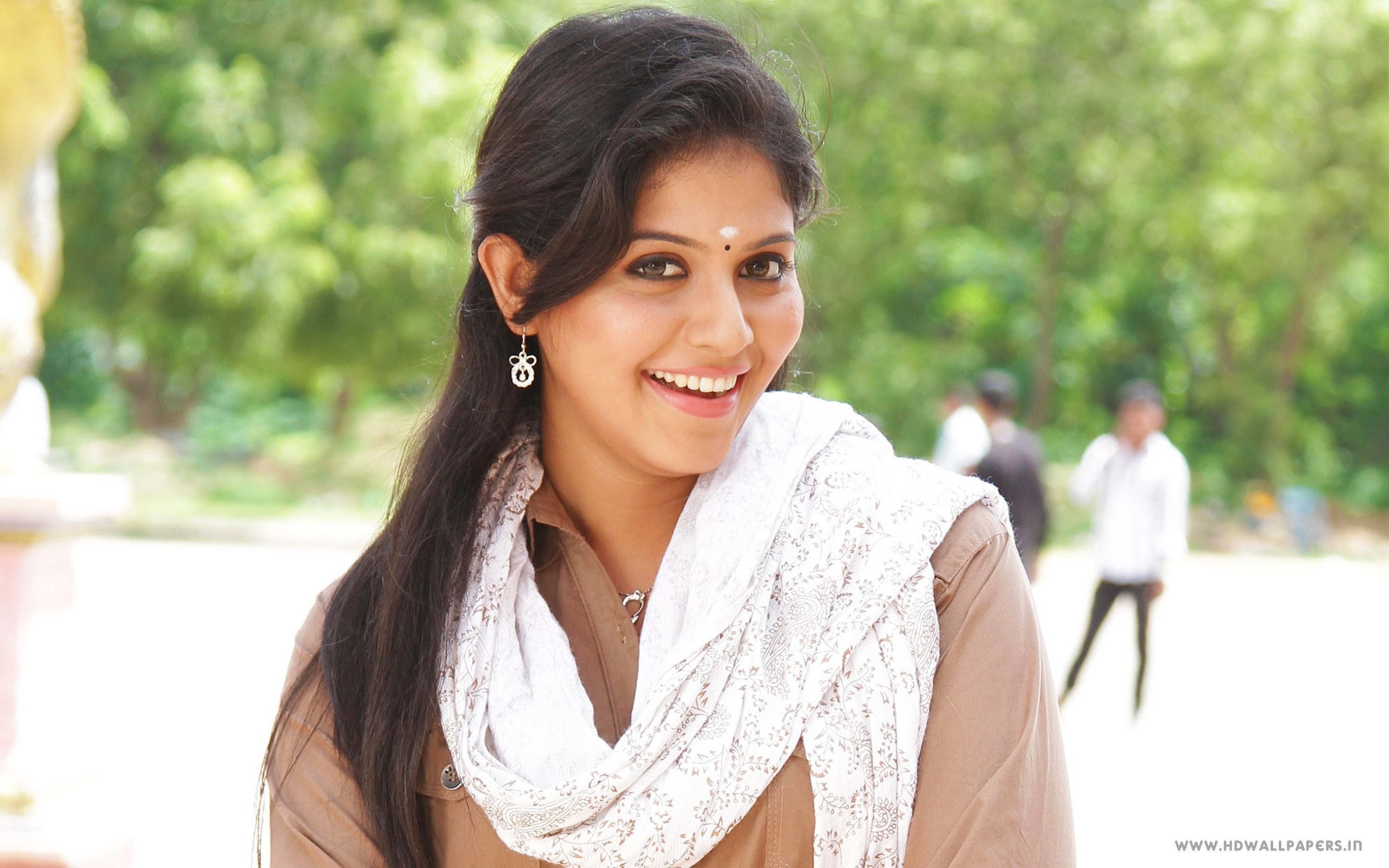 South Actress Anjali Wallpapers In Jpg Format For Free Download