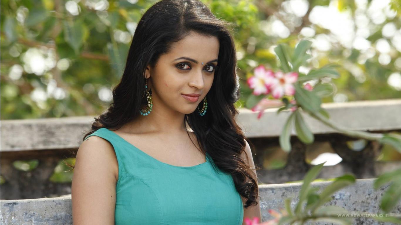 Actress Wallpapers Download Free: Bhavana Tamil Actress Wallpapers In Jpg Format For Free