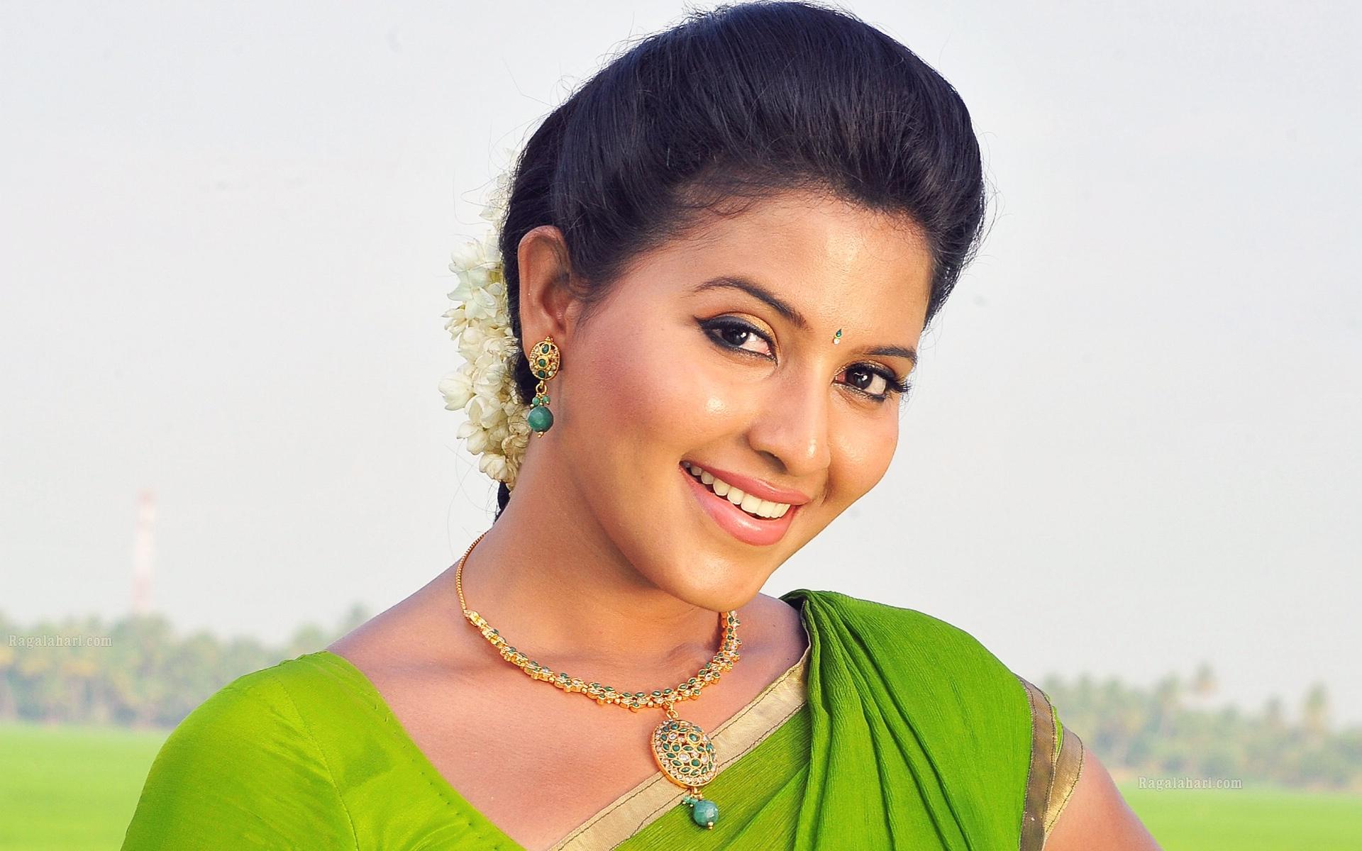 Actor Anjali Photos: Anjali Telugu Actress Wallpapers In Jpg Format For Free