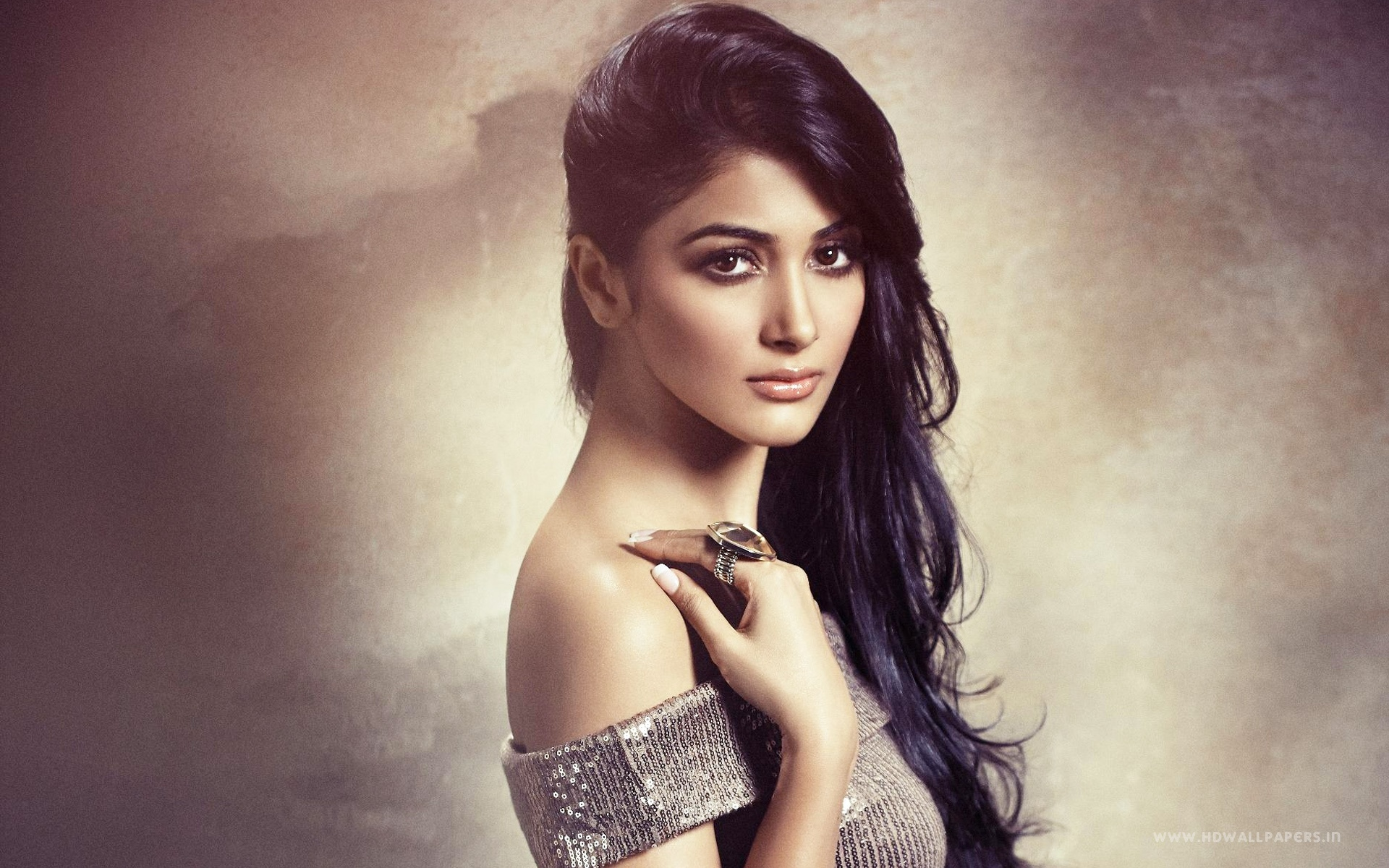 Actress Wallpapers Download Free: Pooja Hegde Bollywood Actress Wallpapers In Jpg Format For
